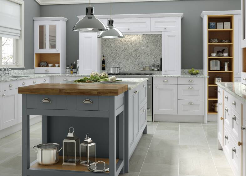 Country Kitchen in Chalk White & Castle Rock