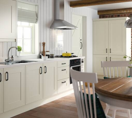 edwardian kitchen in cream - Traditional Kitchen