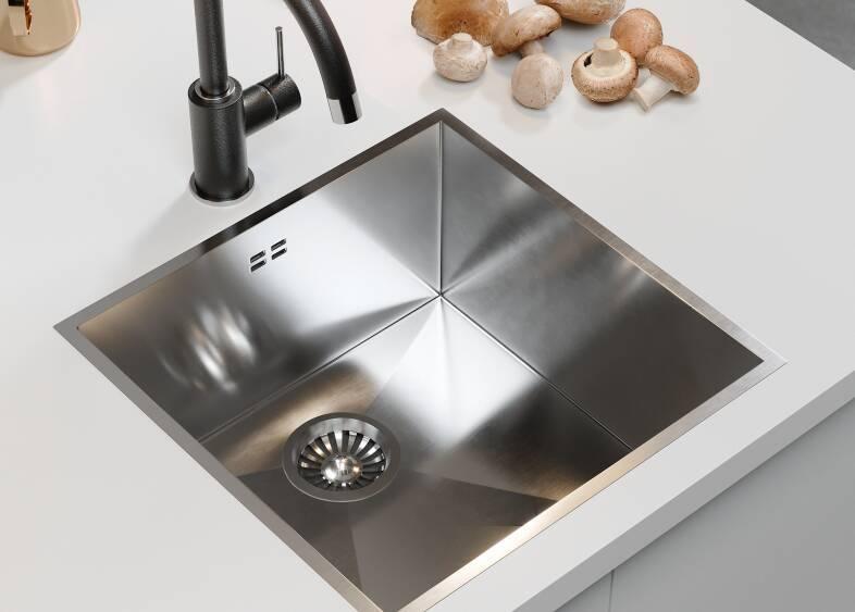 J-Pull Kitchen in Gloss White
