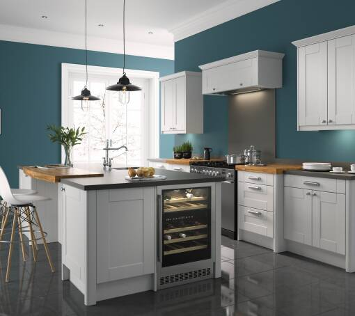 Shaker Ermine Pebble Matt (White) kitchen