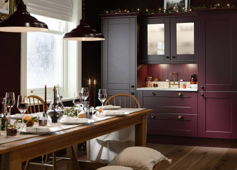Shaker Kitchen in Aubergine  & Gullwing