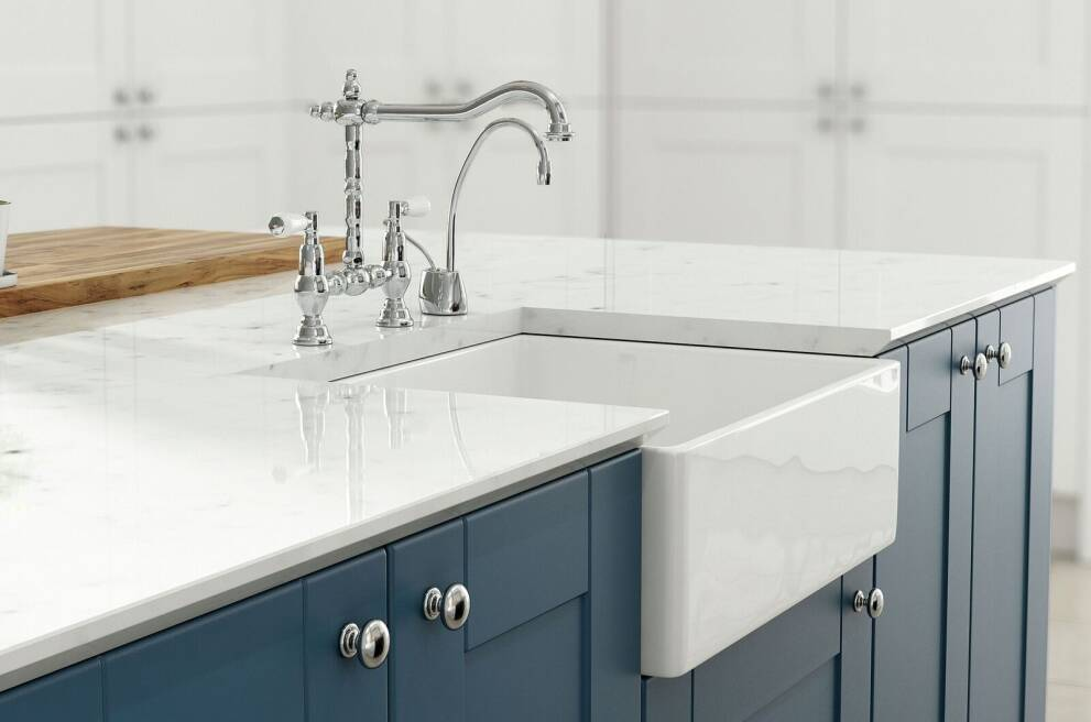 What is a farmhouse sink?
