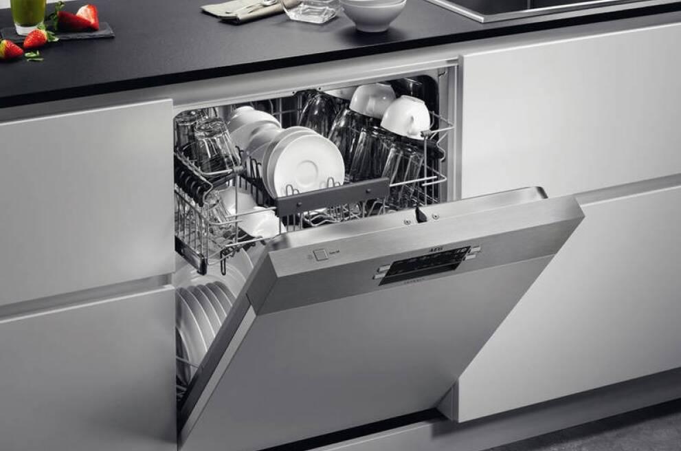 An Integrated Dishwasher Into, Dishwasher Kitchen Cabinet